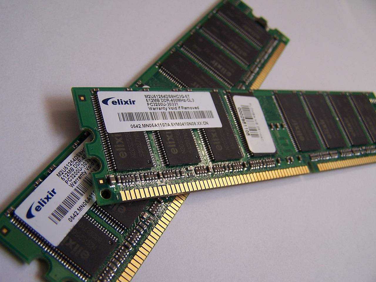 メモリは8GB必要